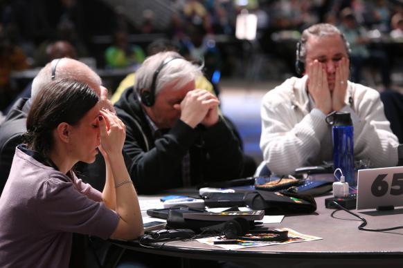 GS2019_delegates_pray